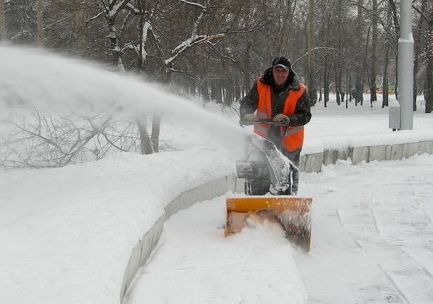 Работа очистка кровли от снега и наледи